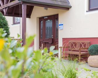 Reinisch Just Rooms - Schwechat - Innenhof