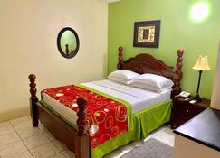 Seaview Inn - Basseterre - Bedroom