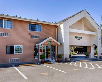 Quality Inn Near Seattle Premium Outlets - Arlington - Building