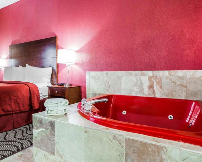 Quality Inn & Suites Altoona - Des Moines - Altoona - Bathroom