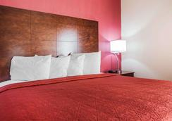Quality Inn & Suites Altoona - Des Moines - Altoona - Bedroom