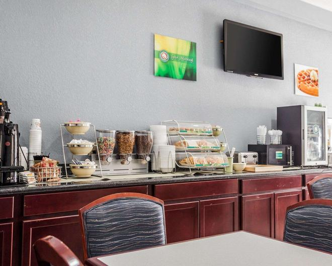 Quality Inn & Suites Altoona - Des Moines - Altoona - Buffet