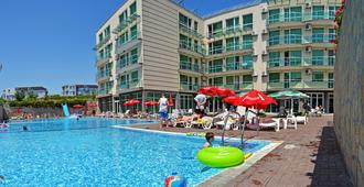The Clara Hotel - בורגאס