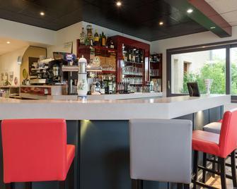 Hotel The Originals Romans-sur-Isère Le Clos des Tanneurs - Romans-sur-Isère - Bar