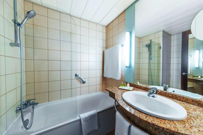 NH Budapest City - Budapest - Bathroom