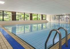 Ramada by Wyndham Telford Ironbridge - Telford - Pool