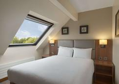 Ramada by Wyndham Telford Ironbridge - Telford - Bedroom