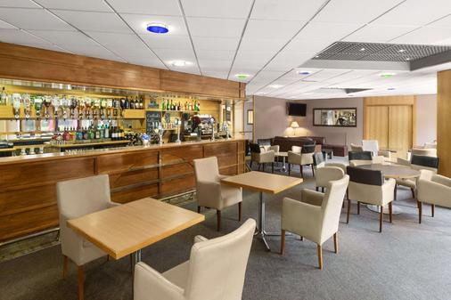 Ramada by Wyndham Telford Ironbridge - Telford - Bar