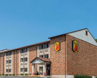Super 8 by Wyndham St Charles - St. Charles - Building
