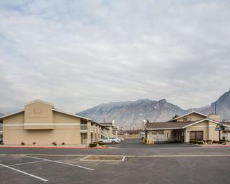 Days Inn by Wyndham Provo - Provo - Gebouw