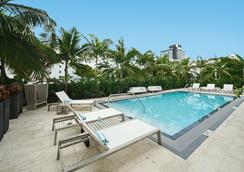 San Juan Hotel - Miami Beach - Pool