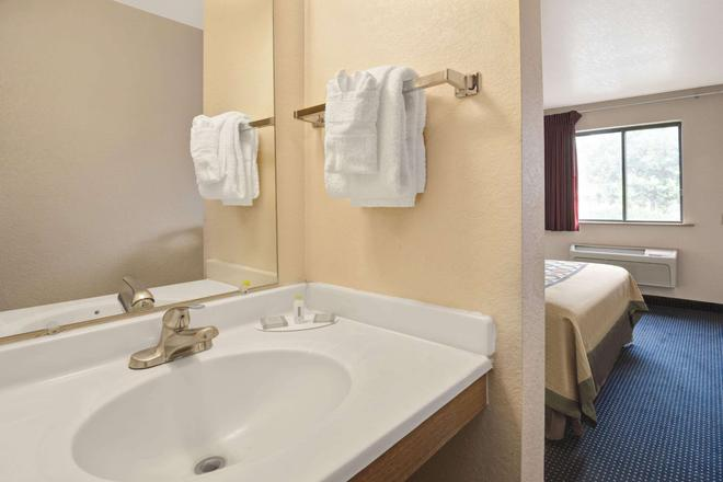 Super 8 by Wyndham Albuquerque West/Coors Blvd - Albuquerque - Bad