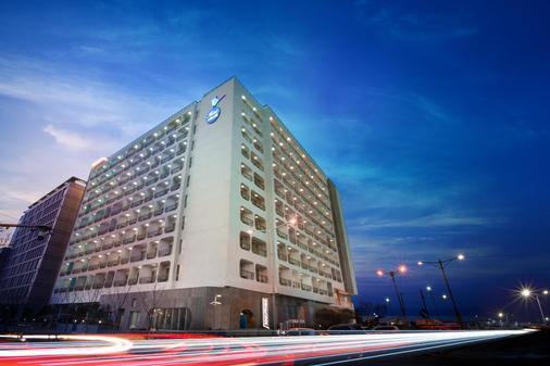 Whistle Lark Hotel - Jeju City - Building