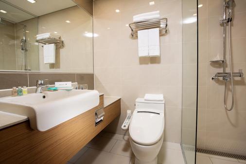 Whistle Lark Hotel - Jeju City - Bathroom