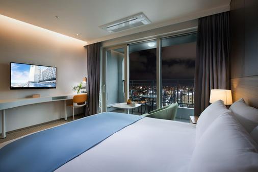 Whistle Lark Hotel - Jeju City - Bedroom
