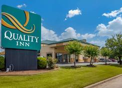 Quality Inn Auburn Campus Area I-85 - Auburn - Building