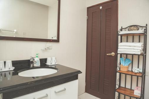 Zhongshan 330 - Hualien City - Bathroom