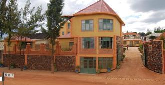 Roots Inn - Kigali