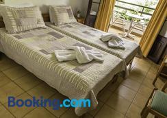 Hotel Sylvia - Kinira - Bedroom