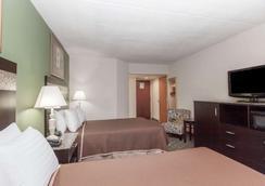Howard Johnson by Wyndham Newark Airport - Newark - Bedroom