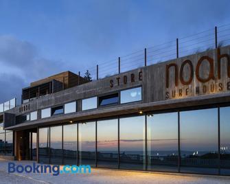 Noah Surf House Portugal - Torres Vedras - Building