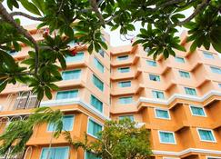 โรงแรมแกรนด์ ซีนาเรีย พัทยา - พัทยา - อาคาร
