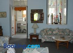 Charming Old World Apartment - Bridgetown - Living room