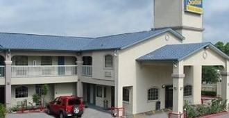 Scottish Inn And Suites - Houston - Houston - Building