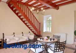 Chambres D'hôtes Domaine De La Corbe - Saint-Hilaire-le-Vouhis - Dining room