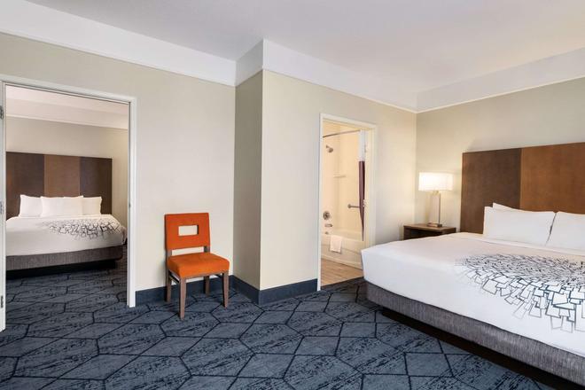 La Quinta Inn & Suites by Wyndham Rapid City - Rapid City - Bedroom
