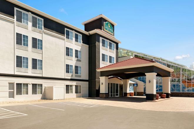 La Quinta Inn & Suites by Wyndham Rapid City - Rapid City - Building