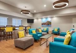 La Quinta Inn & Suites by Wyndham Rapid City - Rapid City - Lounge