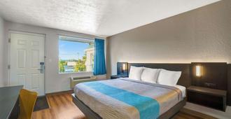 Motel 6 Lexington, Ky - East I-75 - Lexington - Bedroom