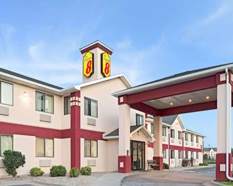 Super 8 by Wyndham Omaha Eppley Airport/Carter Lake - Carter Lake - Building