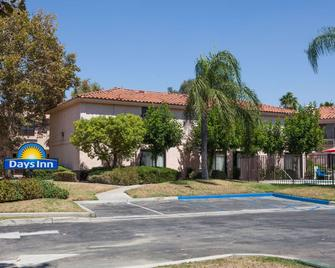 Days Inn by Wyndham San Bernardino/Redlands - San Bernardino - Κτίριο