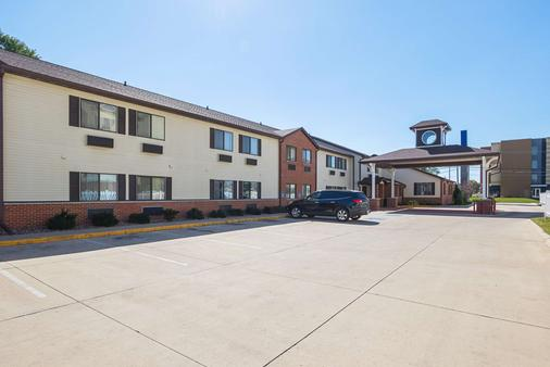 Motel 6 Crossroads Mall-Waterloo - Waterloo - Κτίριο