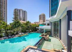 Mantra Legends Hotel - Surfers Paradise - Kolam