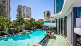Mantra Legends Hotel - Surfers Paradise - Pool