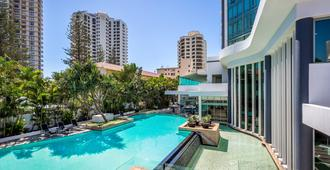 Mantra Legends Hotel - Surfers Paradise - Piscina