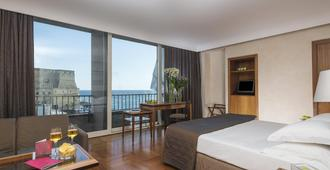 Royal Continental Hotel Naples - נאפולי - חדר שינה