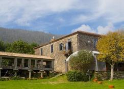 Rectoral de Cobres 1729 - Vilaboa - Building