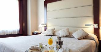 Hotel Andalucia Center - Granada - Bedroom