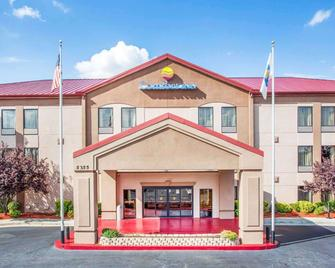 Comfort Inn & Suites at Stone Mountain - Stone Mountain - Edificio