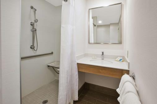 Hilton Garden Inn Wichita - Wichita - Bathroom