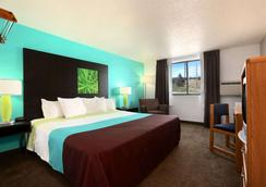 Super 8 by Wyndham Rapid City Rushmore Rd - Rapid City - Bedroom
