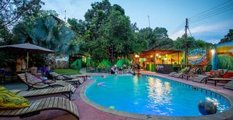 Victoria Falls Backpackers Zambia - Livingstone - Pool