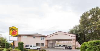 Super 8 by Wyndham Lake Country/Winfield Area - Lake Country