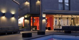 Hotel L'octroi - קרקסון - בריכה