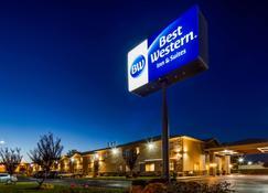 Best Western Inn & Suites - Ontário - Edifício