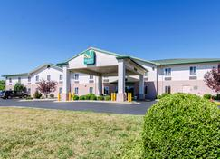 Quality Inn Near Fort Riley - Junction City - Building